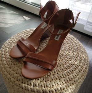 Steve madden leather tan sandle shoes 8 1/2